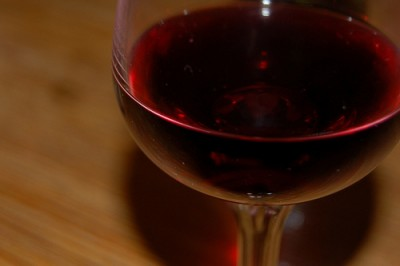 Glass of migraine-inducing (or not!) red wine. Courtesy of Flickr user ralphunden