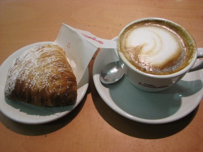 Sfogliotelle and cappucino, courtesy Flickr user Nick in Exsilio