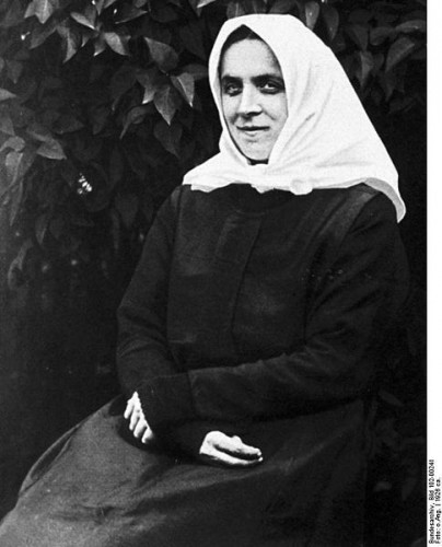 Therese Neumann, the controversial German stigmatic, claimed to have lived for years on nothing more than communion wafers and communion wine. Photo: Bundesarchiv via Wikicommons
