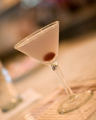 Aviation cocktail, courtesy Flickr user jen_maiser