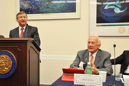 Former space shuttle commander Frank Culbertson (left) talks about human spaceflight past, present, and future, as Buzz Aldrin listens. Photo: AIA