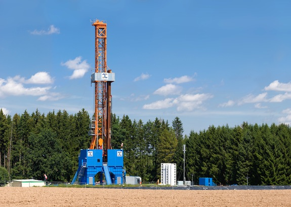 Hydraulic fracturing for natural gas may increase the risk of earthquake, a new study finds. Photo via Wikimedia Commons/Richard Bartz
