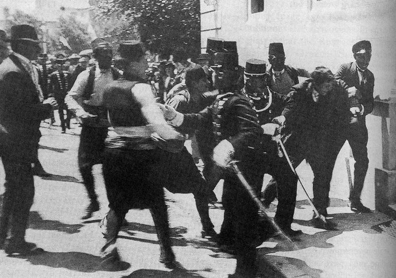 http://blogs.smithsonianmag.com/history/files/2011/09/Princip_arrested.jpg