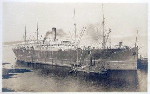 The SS Mount Temple, photographed in 1907. Among other things, it was carrying a cargo of dinosaurs when it was sunk in 1916. Image from Wikipedia.