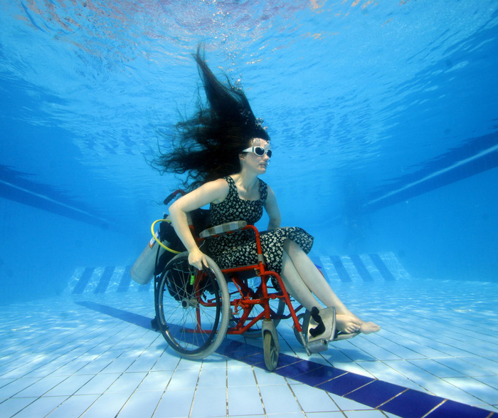 Artist explores the deep in underwater wheelchair smart - Swimming pool wheelchair lift law ...