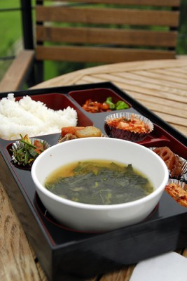 Korean dosirak lunch, courtesy of Flickr user titicat