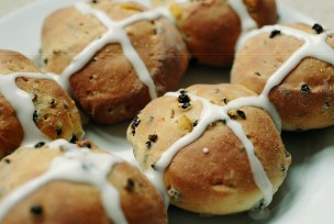 Hot cross buns, courtesy Flickr user 3liz4