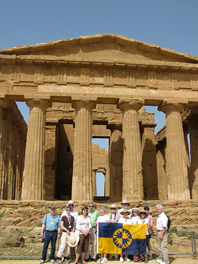 Group Photo at Temple of Concordia in Arigento