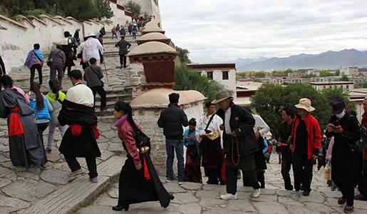 IMG_4711-Pilgrims-climbing-to-Potala515