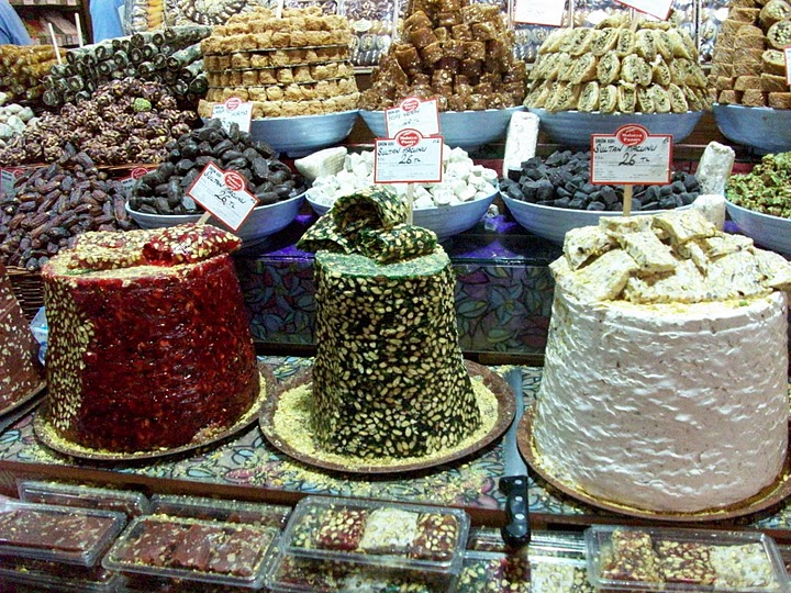 Turkish Delight is available in many delicious varieties in Istanbul's markets. Photo: Inka Piegsa-Quischotte