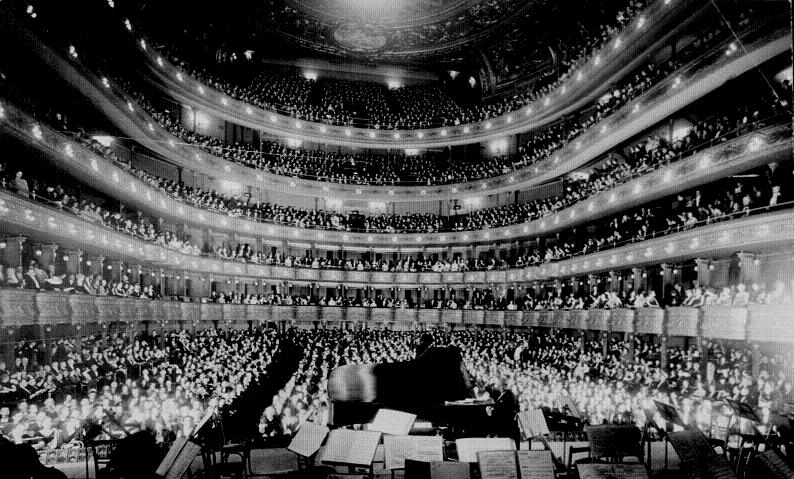 Pianist Josef Hoffman packs the house at the Metropolitan Opera in 1937. Photo: National Archives and Research Administration