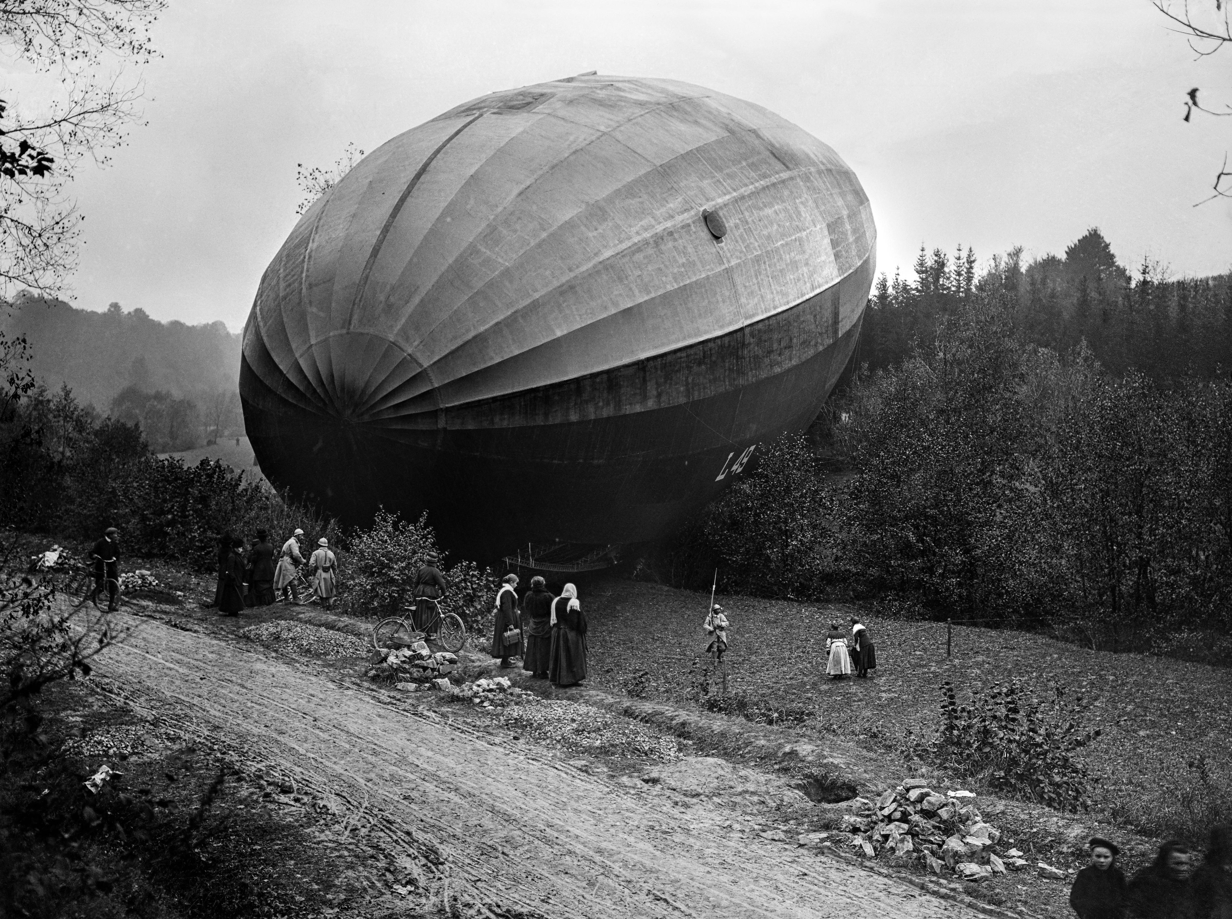 Airplane vs. Zeppelin in 1917