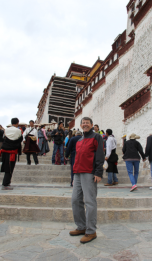 IMG_4717-SI-traveler-climbing-stairs-at-Potala515