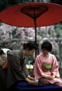 Women enjoy tea in Japanese garden. Photo: Japanese Tourism Bureau